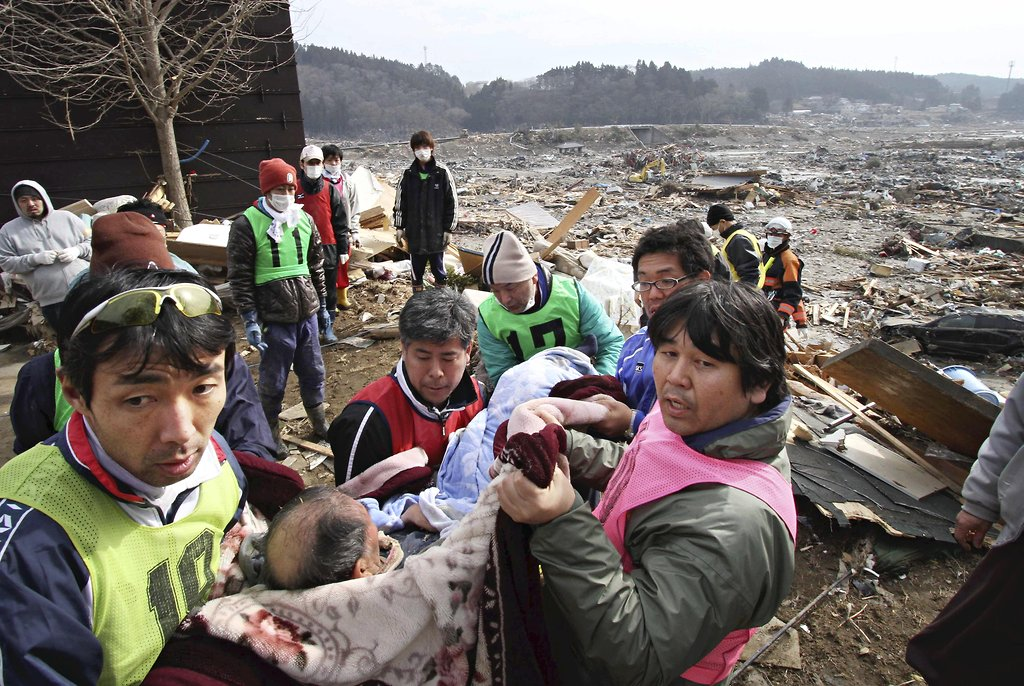japans earthquake and tsunami operation tomodachi essay